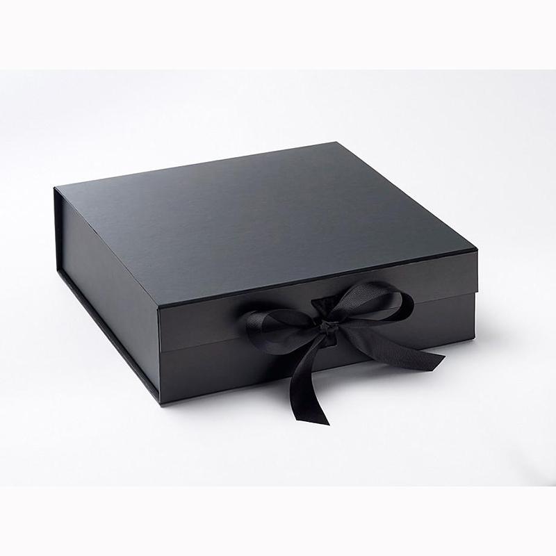Chine Boîte d'emballage de boîte-cadeau de boîte magnétique fait main de nouvelle conception d'OEM pour le cosmétique