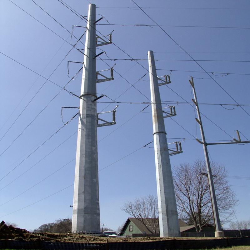 Tour de ligne de transmission d'énergie électrique