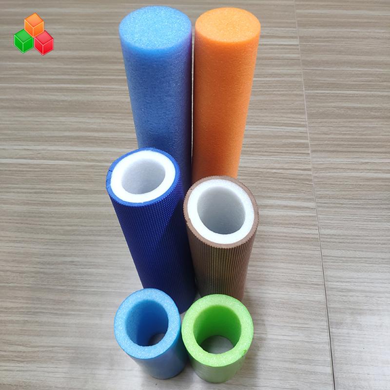 La mousse de PVC EVA EPE de tube de mousse creuse superbe douce de couleur personnalisée de logo de forme faite sur commande pour l'équipement / emballage de terrain de jeu d'intérieur
